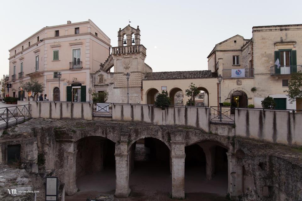 Materdomini (Chiesa Matera): facciata e ipogei
