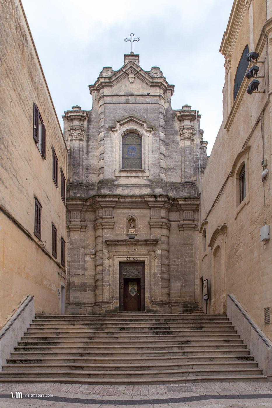 Santa Lucia al Piano (Chiesa Matera): facciata e scalinata